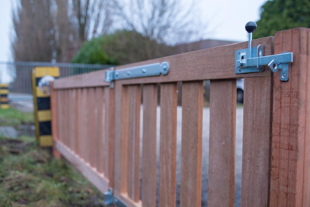 Bedwelming Luxe tuinhek maken van hardhout - Doe het zelf tips @MM53